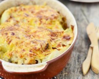 Chou-fleur gratiné à la béchamel légère pour dîner familial : http://www.fourchette-et-bikini.fr/recettes/recettes-minceur/chou-fleur-gratine-la-bechamel-legere-pour-diner-familial.html