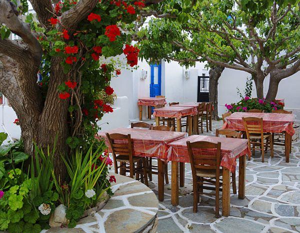 Taverna in Marpissa, Paros island