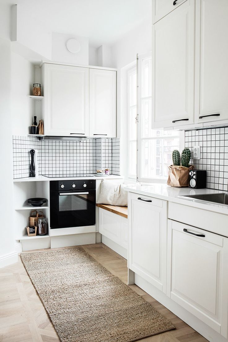 Love the bench at the window, but the positioning by the stove is probably a bit bad (although warm)