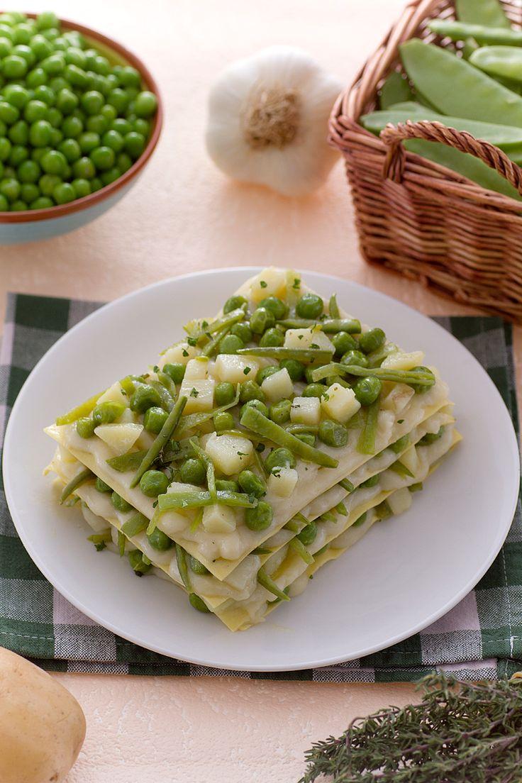 Lasagne con fagiolini, patate e piselli: una rivisatazione fresca e super green del classico piatto della domenica. [Green beans, potato and beans lasagna]