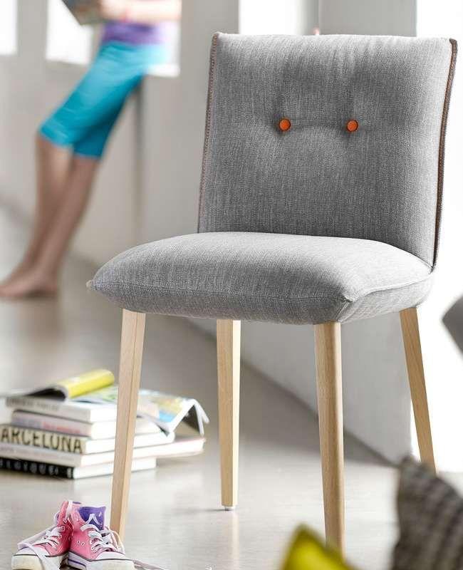 une chaise tendance avec 4 pieds
