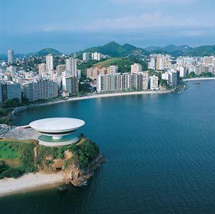 Seja Bem Vindo a Niterói! Oscar Niemeyer: Contemporary Art Museum (MAC), Niterói, Rio de Janeiro, Brazil. 1996.