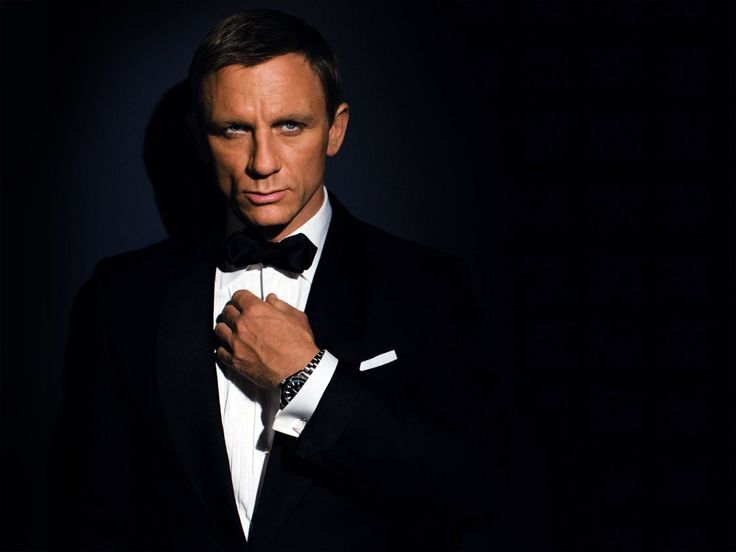 The Daniel Craig   Best Haircuts for Men with Receding Hairlines Daniel Craig
