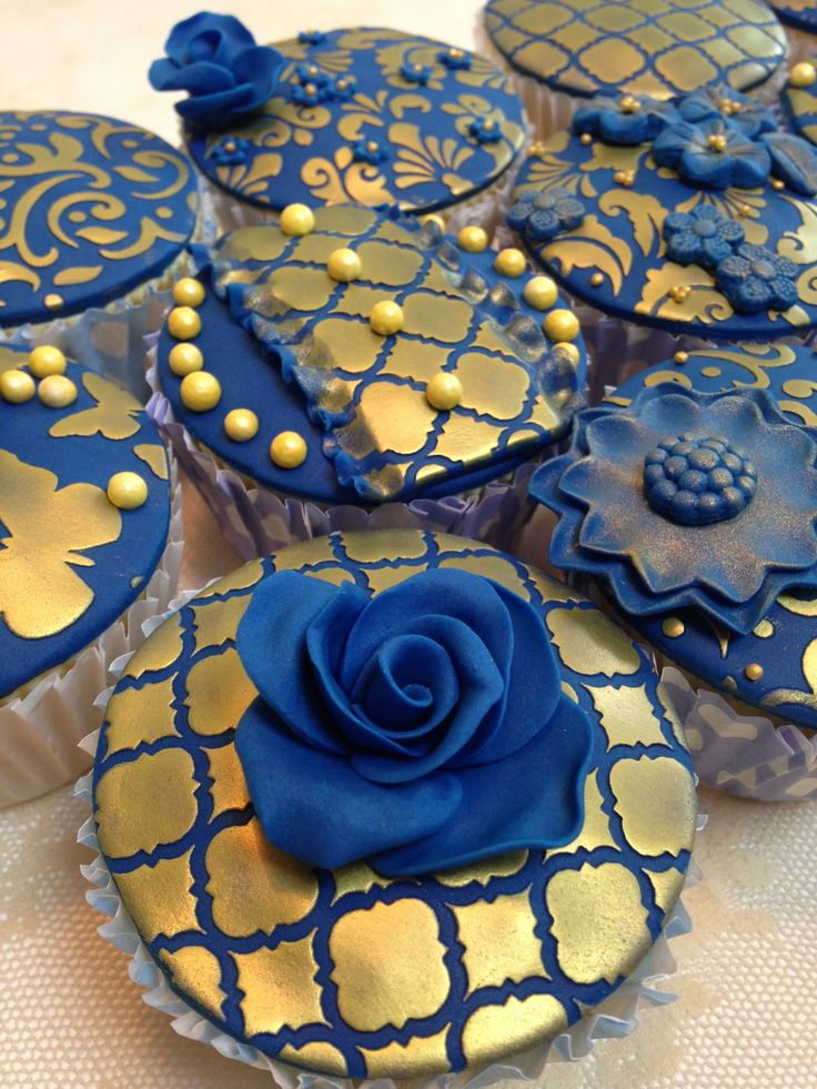 rose gold and royal blue wedding cake an assortment of royal blue and gold stencilled cupcakes 19272