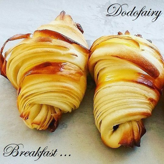 Croissants version light en pas à pas - La pâte levée feuilletée se compose d'une détrempe, sans beurre et de 75 g de beurre seulement