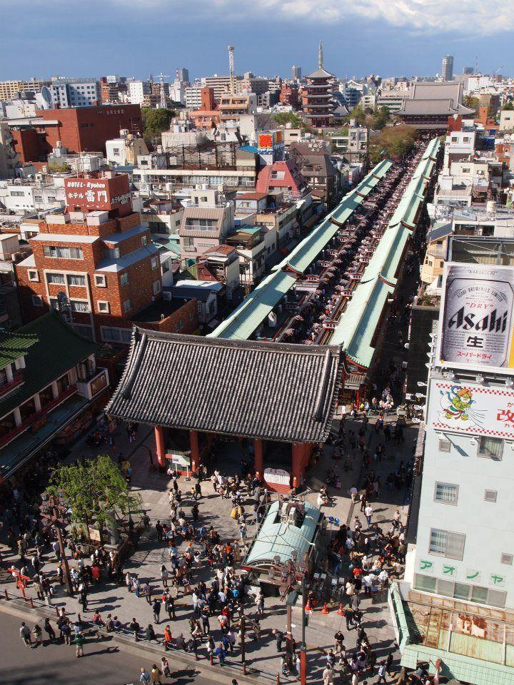 Asakusa Japón - Asakusa es un distrito de Taitō, Tokio, Japón, el más famoso por el Senso-ji, un templo budista dedicado al bodhisattva Kannon. Hay varios otros templos en Asakusa, así como varios festivales