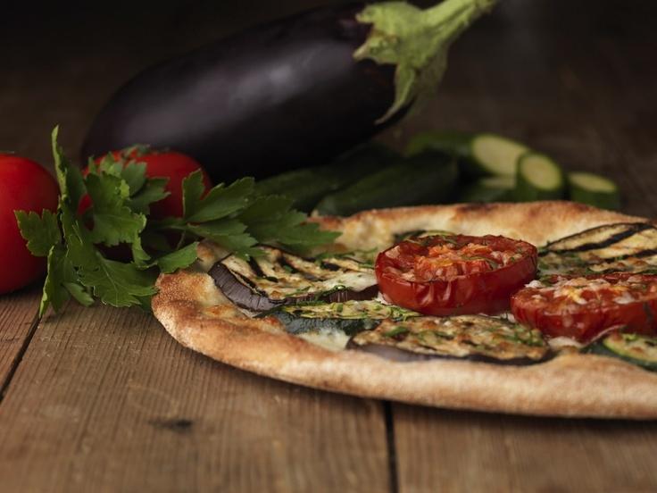 Pizza con Melanzane e Zucchine Grigliate, Pomodori Ramati al forno, Mozzarella di Bufala Campana DOP, Prezzemolo Fresco