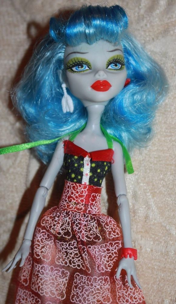 Monster High Skull Shores Ghoulia Yelps Doll Excellent Condition