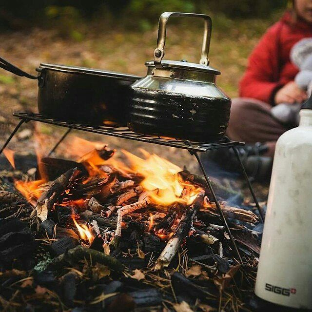 As the temps get cooler, cozy up by the fire with SIGG. Photo via @annarebeccacharlotte