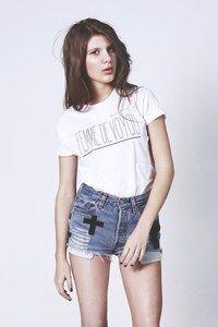 "Image of T-shirt blanc ""Femme de voyou"": Voyou Florette, Tshirt Femme, Woman, Tshirt Blanc, T Shirts Women, De Voyou, Florett Paquerett, Florette Paquerette, Blanc Femme"
