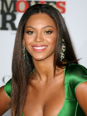 Beyonce looks gorgeous with a simple middle part!