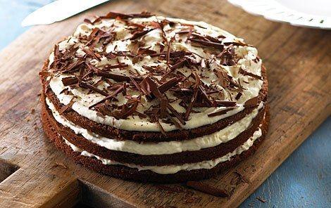 Lagkage med kakaobunde, flødeskum og banan. En klassisk smagskombination, der holder! Uhm....