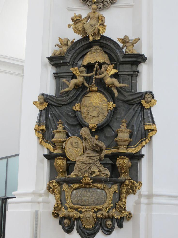 Wuerzburg_Stift_Haug_Stifterdenkmal_Balthasar_Esterbauer_1705_1706.jpg (3000×4000)