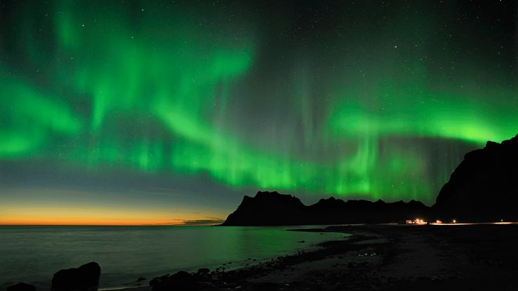 DIe Svinøya Rorbuer auf den Lofoten in Nordnorwegen sind ein guter Ausgangspunkt, um das berühmte Nordlicht zu erleben - Foto: Bjørn Jørgensen