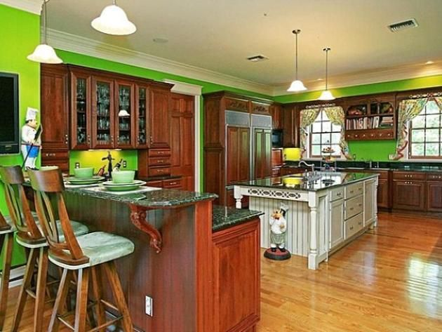 #NSync #JoeyFatone's Orlando Home: Colorful Kitchen>> http://www.frontdoor.com/photos/tour-joey-fatones-orlando-home-for-sale?soc=pinterest