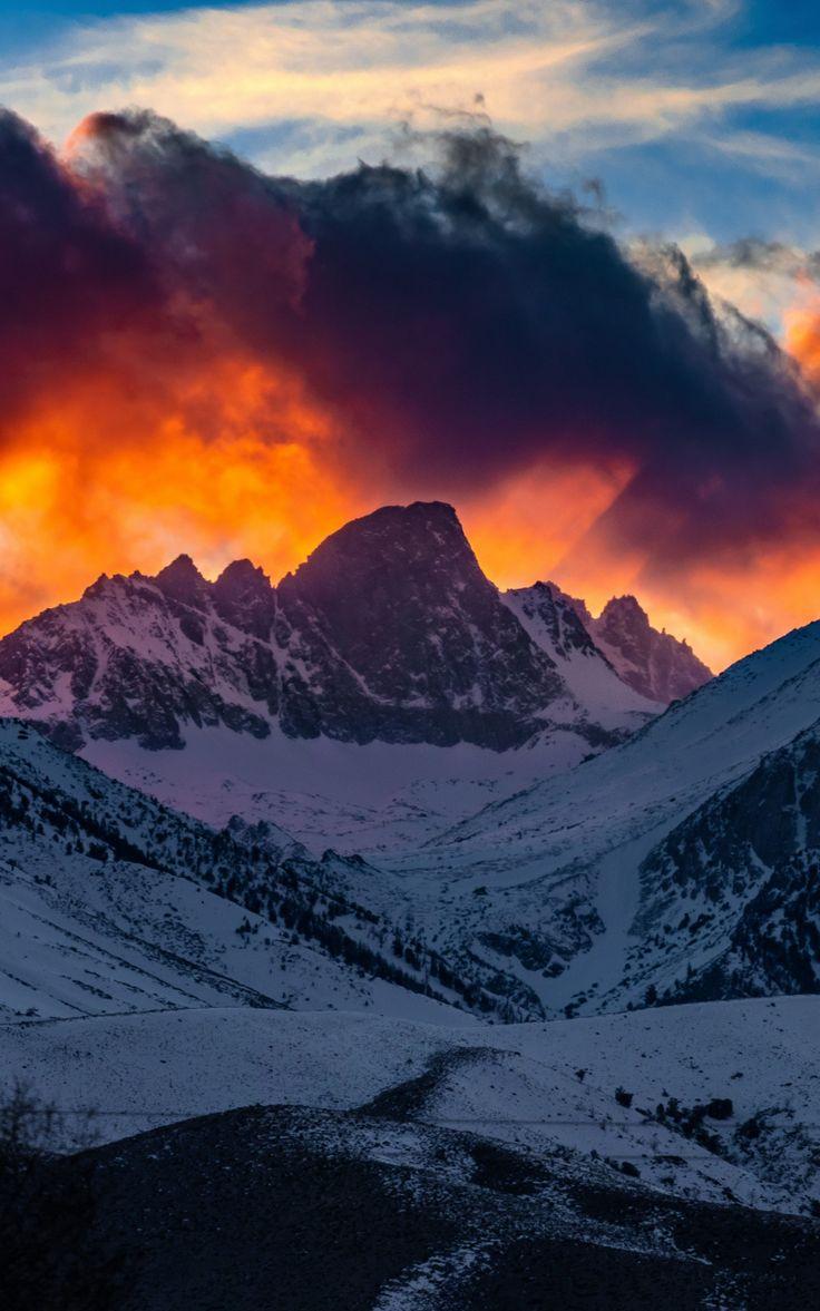 800x1280 Mountains, yellow glow, snow layer, glacier