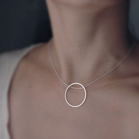 Singular rolling Oh silver necklace by Minicyn on Etsy, €65.00
