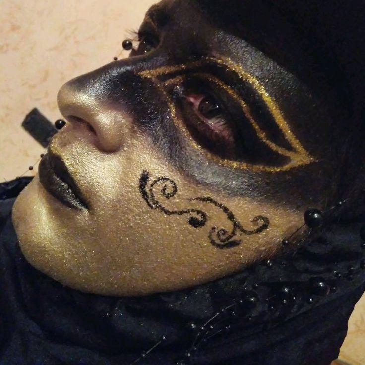 Venetian mask #venetianmask #paint #makeupartist #facepaint #carnival #venetiancarnival #makeup #venetianfacepaint #artistic #art #artisticmakeup #artist #facepainting #gentelmanvenetianmask #elegantmakeupmask #elegantmask
