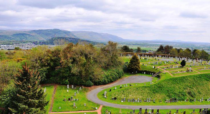 Kaleden görülen asker mezarları