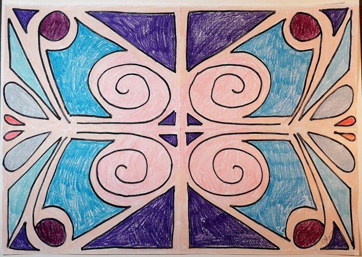 Material: Vitt papper, A4. Svart penna. Färgpennor till färgläggning. UTDRAG UR DET CENTRALA INNEHÅLLET I MATEMATIK FÖR ÅK 1-3: GEOMETRI Symmetri, till exempel i bilder och i naturen, och h…