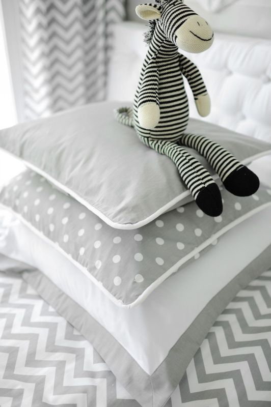 Obsessed with this gray modern kid's bedding!