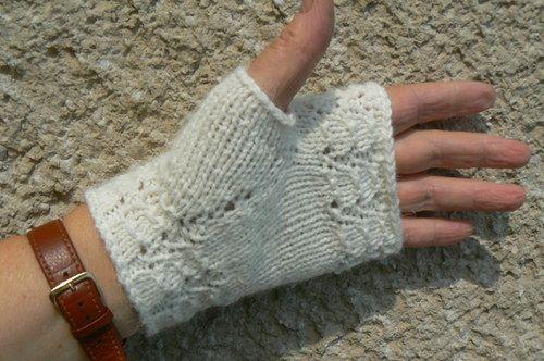 whitte angora fingerless gloves - bílé angoráčky