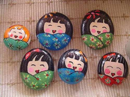 Link to Flicker account of many painted stones. Good ideas for elaborate story stones.
