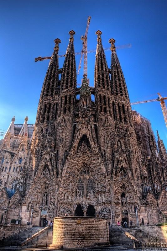 Sagrada Família by Antoni Gaudí (Barcelona)