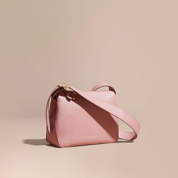 A sleek leather Burberry crossbody bag designed to store the essentials.bag, сумки модные брендовые, bag lovers,bloghandbags.blogspot.com