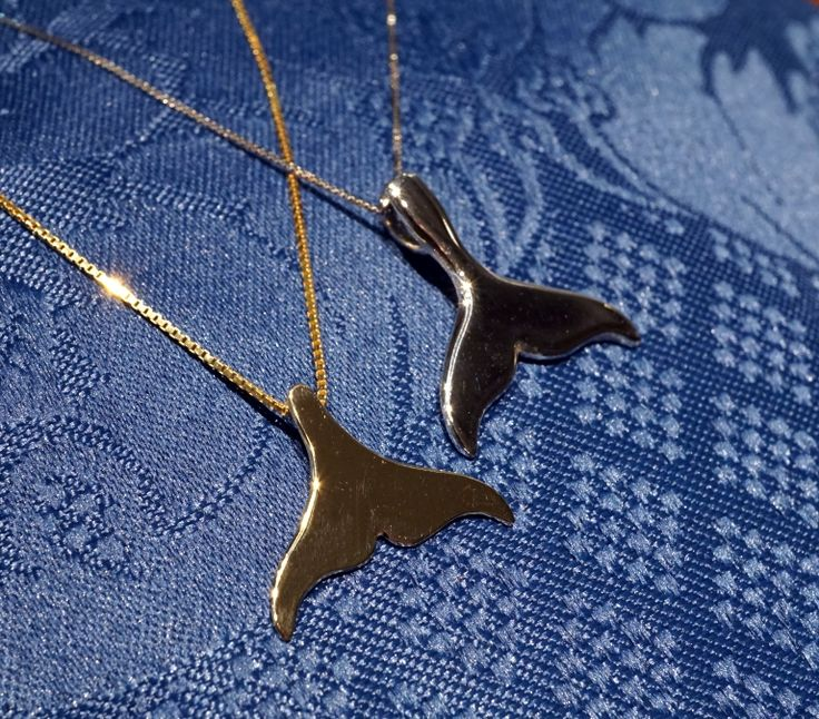 Precious whale's tail We realize the whale's tail pendants in various sizes and types in pictures simple models in gold 18 kt  or silver 925, you can embellish the tail with brilliant or other stones, only to order.