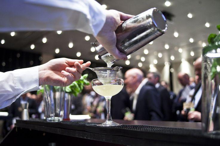 Se et eksempel på priser på leje af bartender samt vores udvalg af Cocktailkurser, teambuilding, leje af selskabslokaler, lej af bartender.