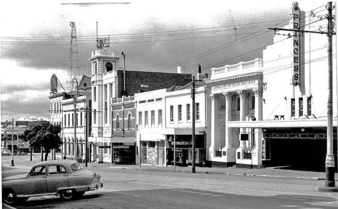 Bendigo's Royal Princess Theatre, View Street. Year not known..png
