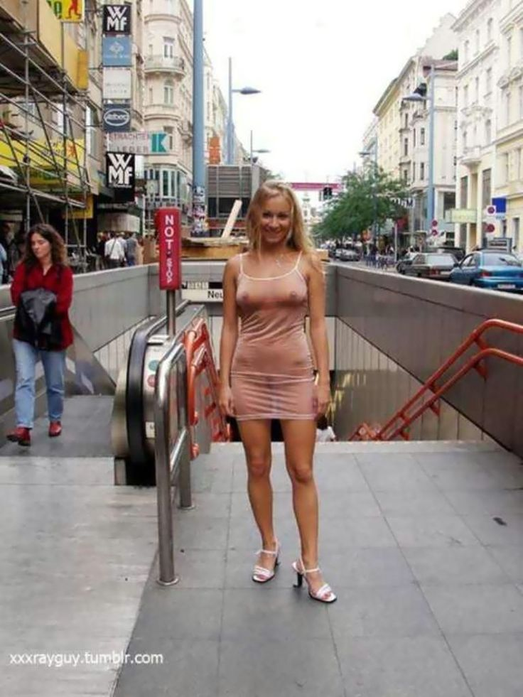 girls-flashing-on-the-streets