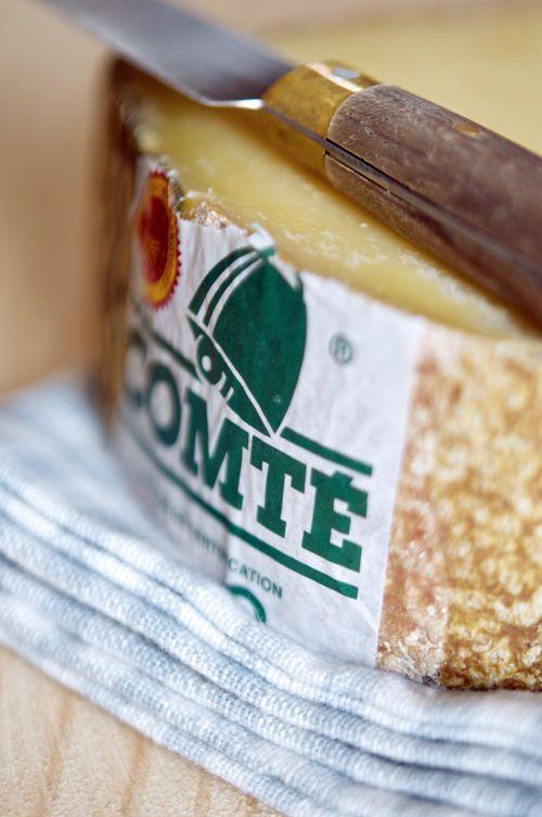 Comté (lait de vache) - de Franche-Comté. Vin conseillé d'aller avec elle: Châteauneuf-du-Pape, blanc de Jura ou même du champagne!