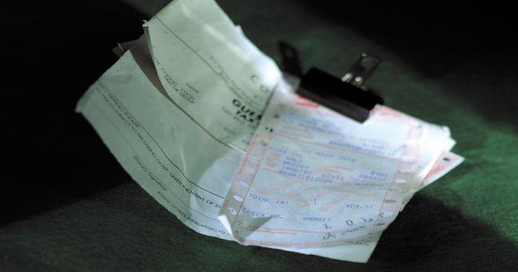 Definición de una carta de porte contra un conocimiento de embarque. Las cartas de porte y conocimiento de embarque son documentos relacionados al embarque y cargamento de mercancías. Ambas son emitidas por los transportistas a los cargadores y dan detalles e instrucciones sobre el envío. Sin embargo, existen importantes diferencias jurídicas entre las cartas de porte y los conocimientos de embarque. Como ...