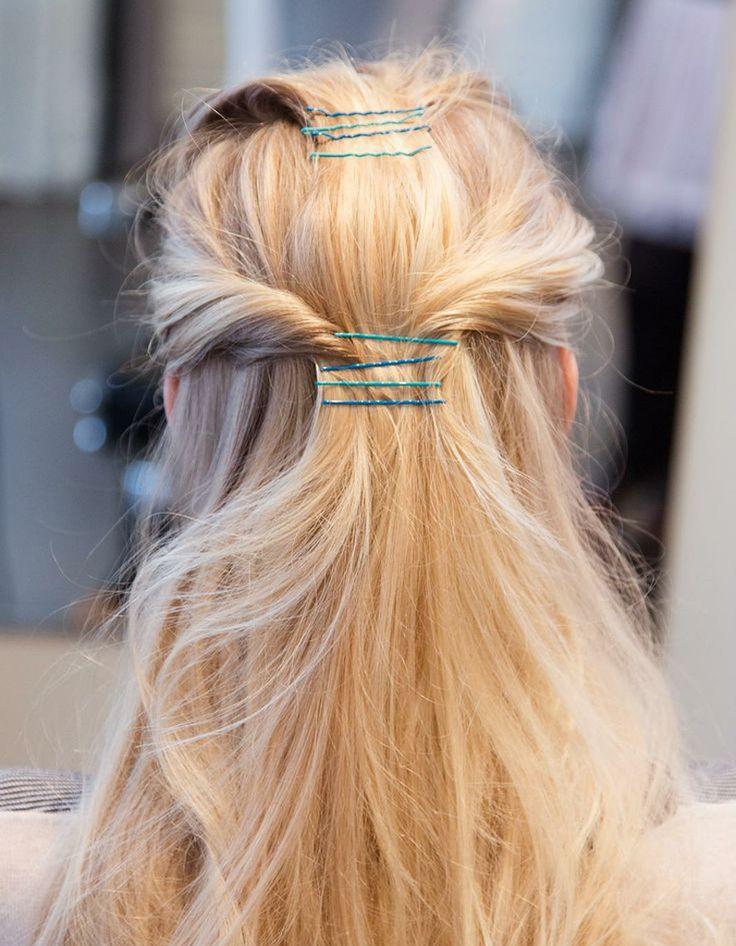 Demi-queue avec pinces plates - Bobby Pins : 15 nouvelles façons de se coiffer avec des pinces plates - Elle