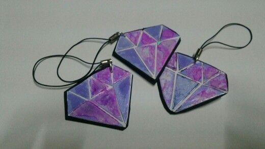 llaveros en forma de diamante utilizando CD. ♻