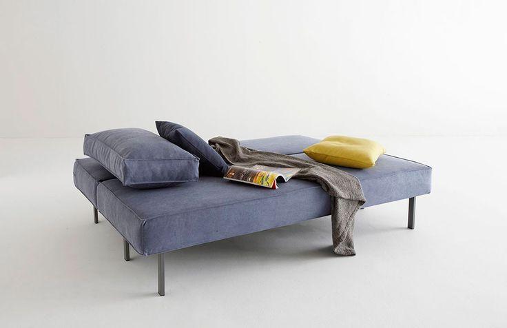 Snygg, minimalistisk och bekväm bäddsoffa med retrokänsla. Den har en pocketfjädermadrass för en bekväm sits och underbar sov komfort.  Kommer med två stora kuddar och en box för förvaring av till exempel sängkläder.  Välj mellan mattlackerat grått eller svart stål på ben och ram.   Välj bland sex olika tyger.  Produkten visas endast på webben…