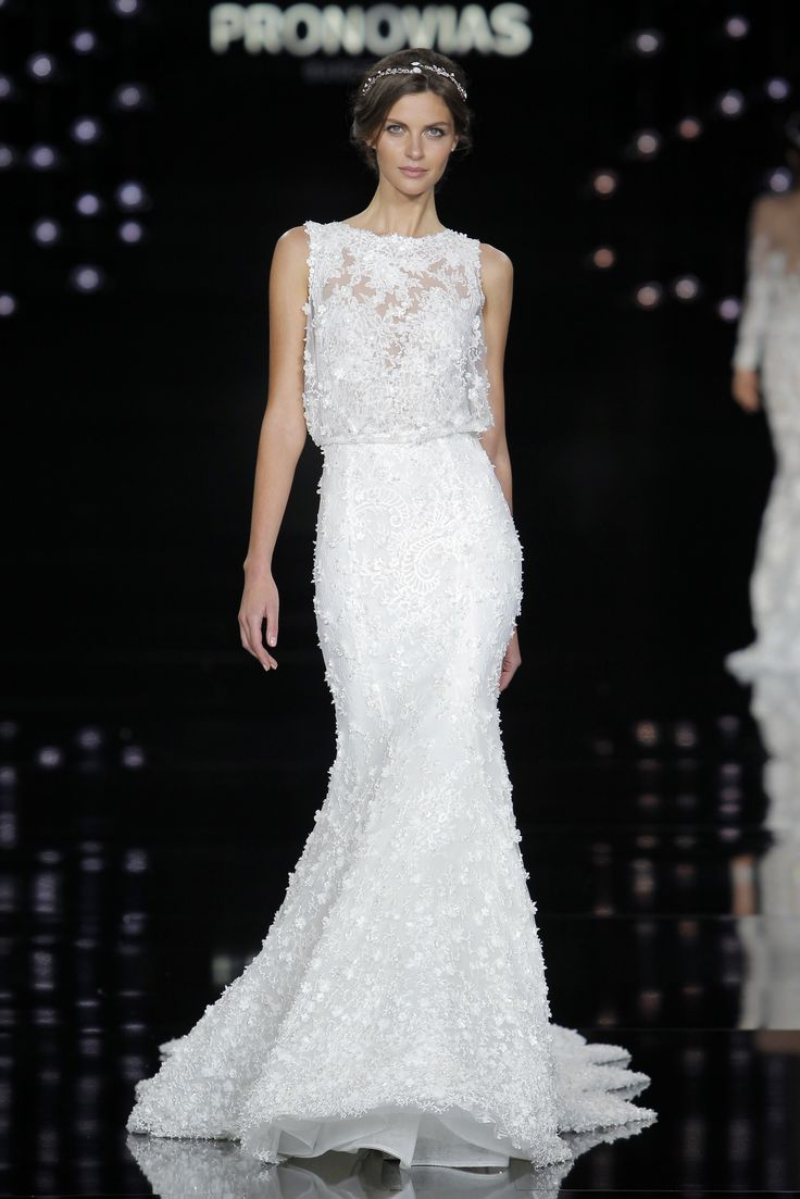 Anja Voskresenska in Noruega dress made of lace, tulle and embroidery.
