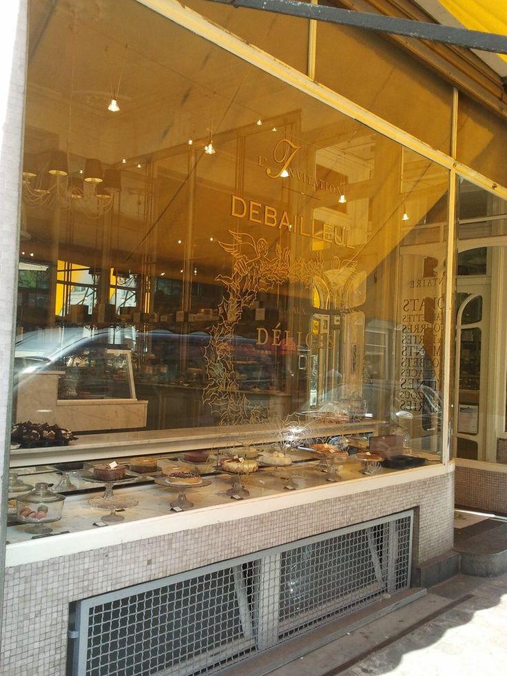 Debailleul - Ixelles, Région de Bruxelles-Capitale, Belgium. Sous l'auvent de Debailleul, rue du Bailli... Hmmm!
