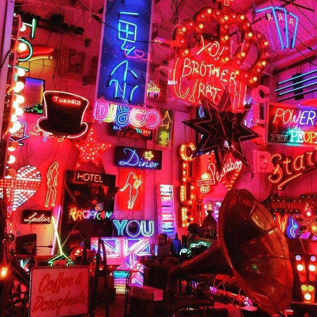 RG Online Deputy Editor @lady_fowler God's Own Junkyard. Now with cake and booze #e17 #walthamstow #london #neon