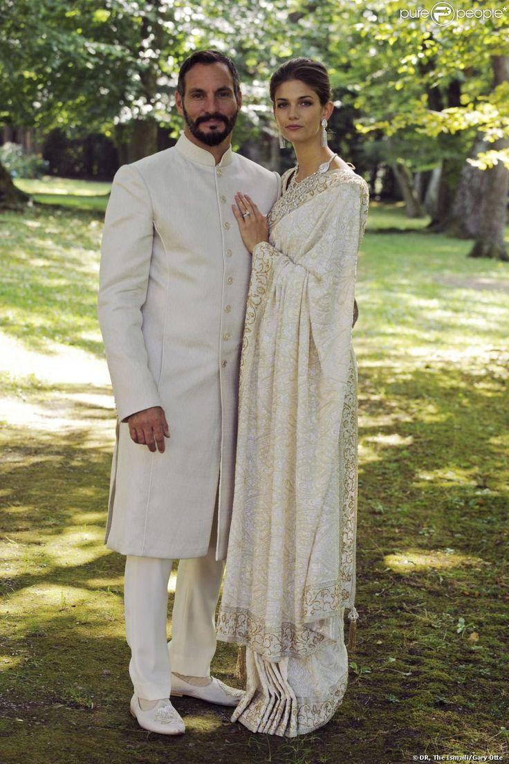 Portrait du prince Rahim Aga Khan et de Kendra Salwa Spears (princesse Salwa) à l'occasion de leur mariage célébré le 31 août 2013 au château de Bellerive, à Genève en Suisse. La mariée porte un fantastique sari ivoire et or réalisé par l'Indien Manav Gangwani, couturier adoubé par les célébrités.