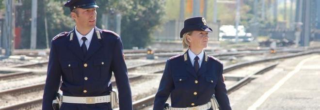 Donna di 120 kg fa sesso sui binari e poi stende poliziotti - http://www.sostenitori.info/donna-120-kg-sesso-sui-binari-stende-poliziotti/273600