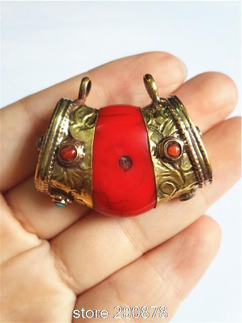 Тибетского серебра ограничен TBP100 Simulent Красная Смола Подвески Непал Старинные Драгоценности