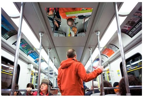 カナダの増毛の会社の広告。 電車の上に鏡を張って、ハゲを晒して、増毛を促す・・・ ・・・商売商売(^^)