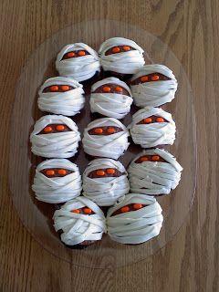 Halloween mummy cupcakes on sister stuff blog