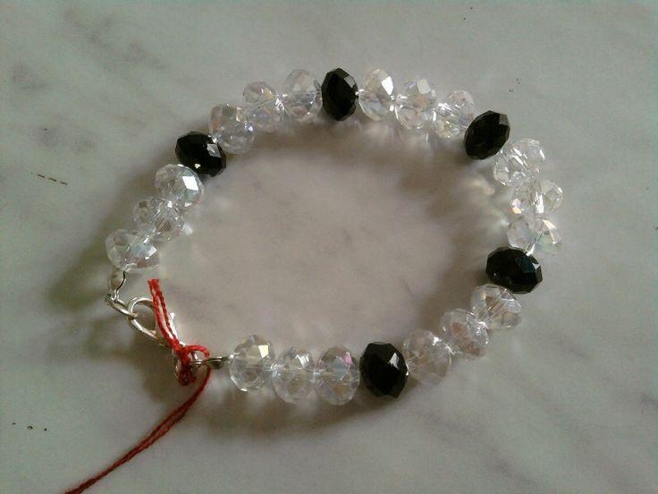 Bracciale con cristalli trasparenti e neri