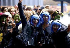 2-Nov-2013 14:59 - GROTE BELANGSTELLING VOOR MTV-AUDITIES. Rijendik meldden zich zaterdag jongeren die een plek willen bemachtigen in de Ziggo Dome op 10 november tijdens de 20e editie van de awardshow MTV EMA 2013. Volgens een woordvoerster van de organisatie is de jury onder de indruk ''van het enthousiasme en de energie van de Nederlandse fans''.