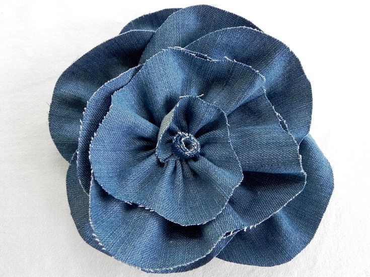 DIY Denim Fabric Flowers – Rose-inspired style – MISS PARTY this would so cute on a pillow.