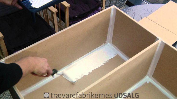 Her kan du se malevejledning af original kubikreol fra Trævarefabrikernes UDSALG. God vejledning med tips og trick til at gøre det så flot som muligt, når de...